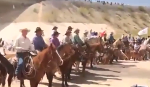 Nevada cowboys face down Obama's paramilitary thugs