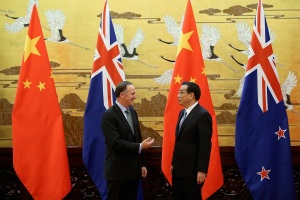 New Zealand Prime Minister John Key (L) and Chinese Premier Li Keqiang speak during a ceremony at the Great Hall of People in Beijing March 18, 2014. REUTERS/Feng Li/Pool (CHINA - Tags: POLITICS) - RTR3HJ66
